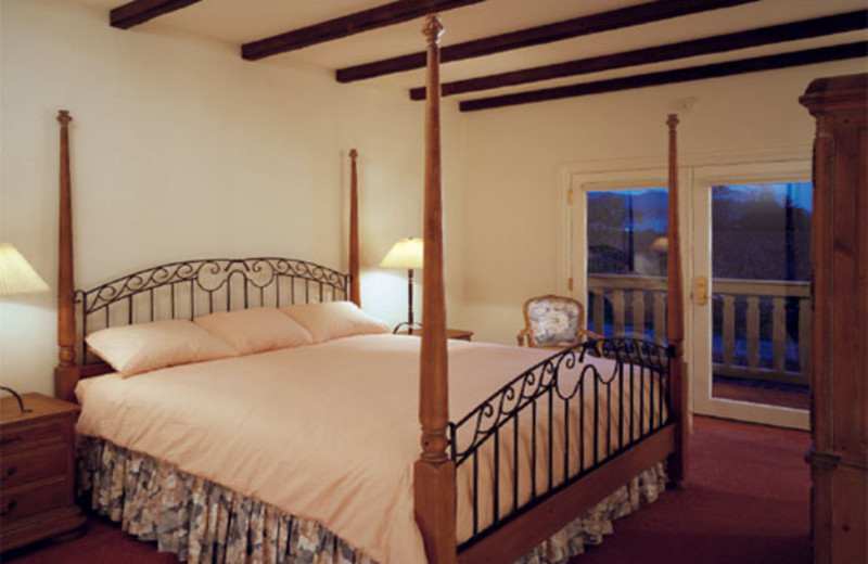 Guest room at Vineyard Country Inn.