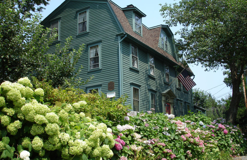 Mansion near Mill Street Inn.