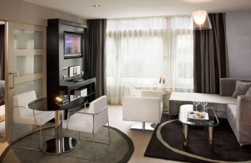 Guest room at Meliá Madrid Princesa.