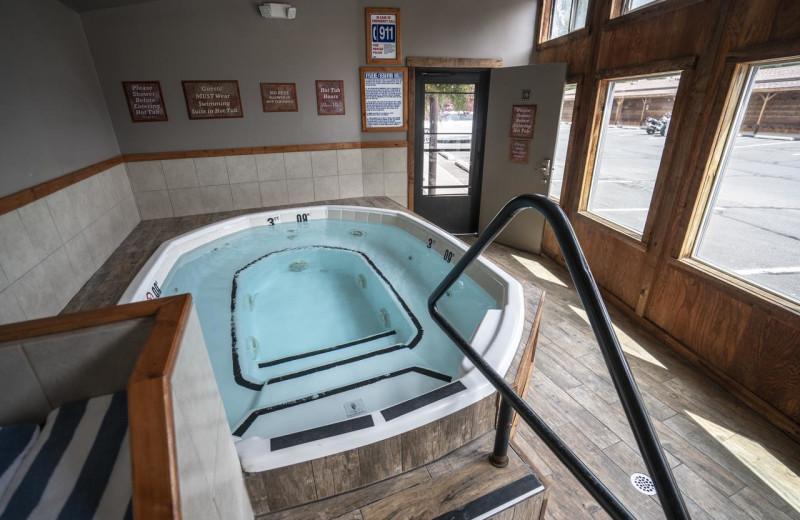 Hot tub at Redstone Inn.