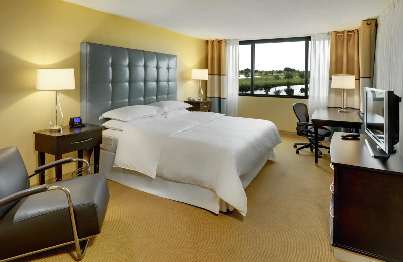 Guest bedroom at Sheraton Miami Airport Hotel.