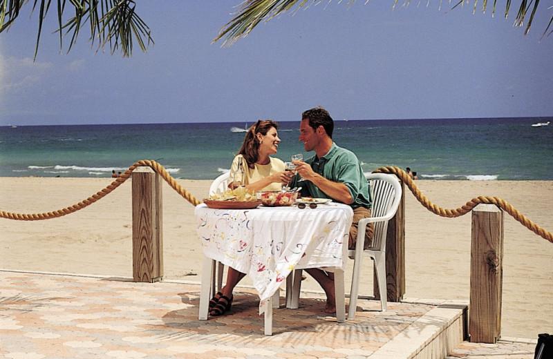 Beach dining at Tropic Seas Resort Motel.