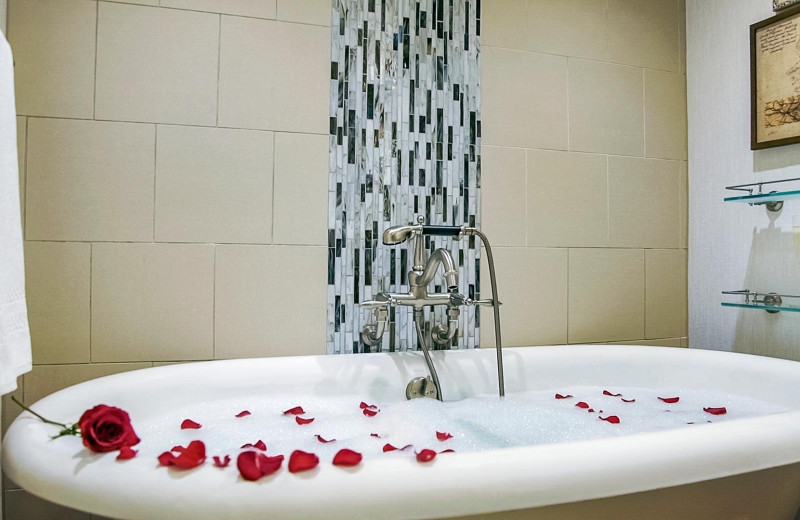 Bath tub at Boar's Head Resort.