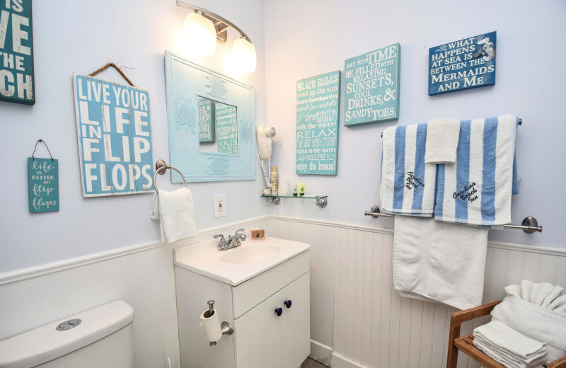 Guest bathroom at Carolina Beach Inn.