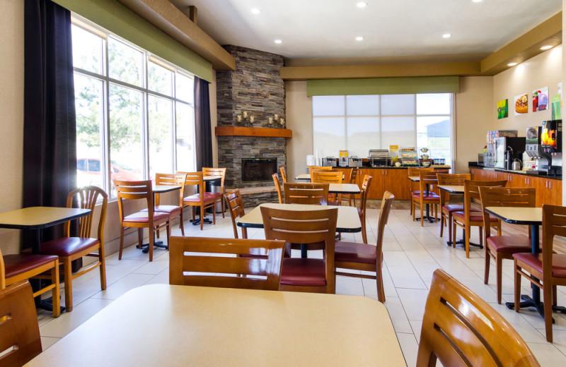 Dining at Quality Inn Near Grand Canyon.