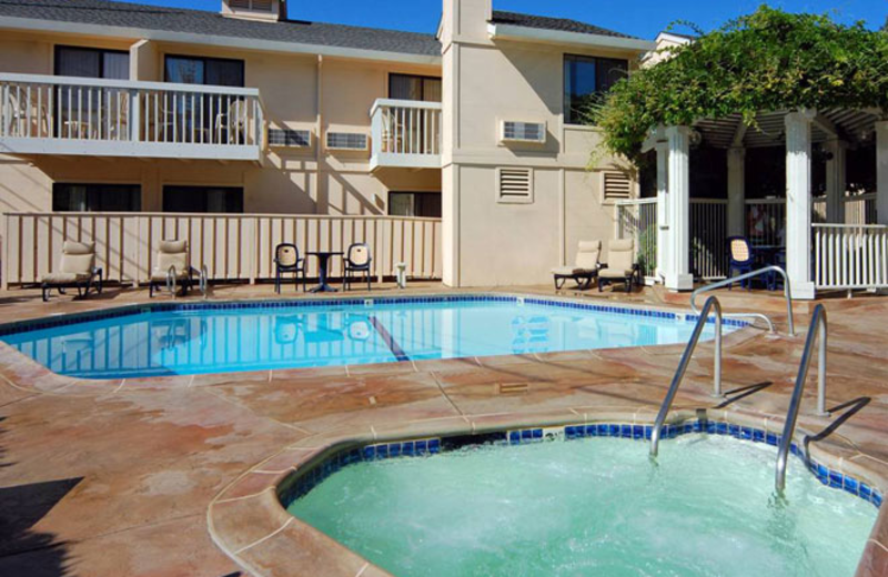 Outdoor Swimming Pool at Hot Tub at Comfort Inn Calistoga Hotel