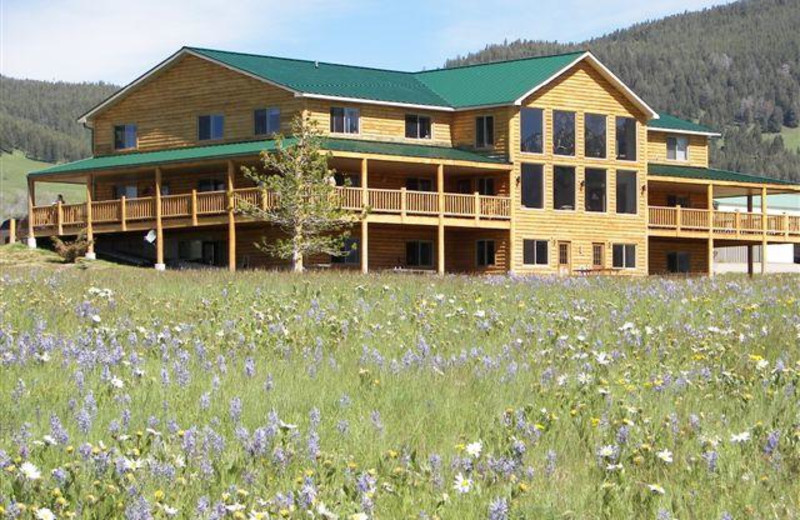 Exterior view of Montana High Country Lodge.