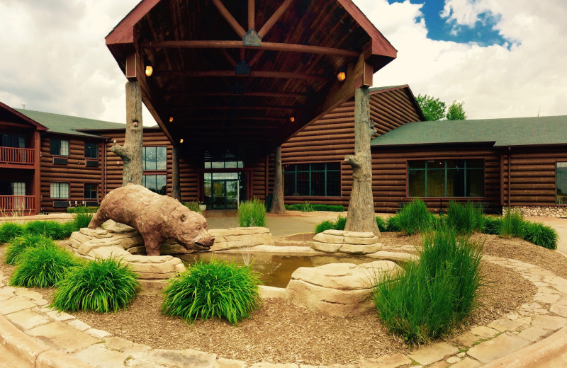 Exterior view of Grizzly Jacks Grand Bear Resort.