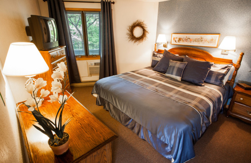 Guest bedroom at Nordic Lodge.
