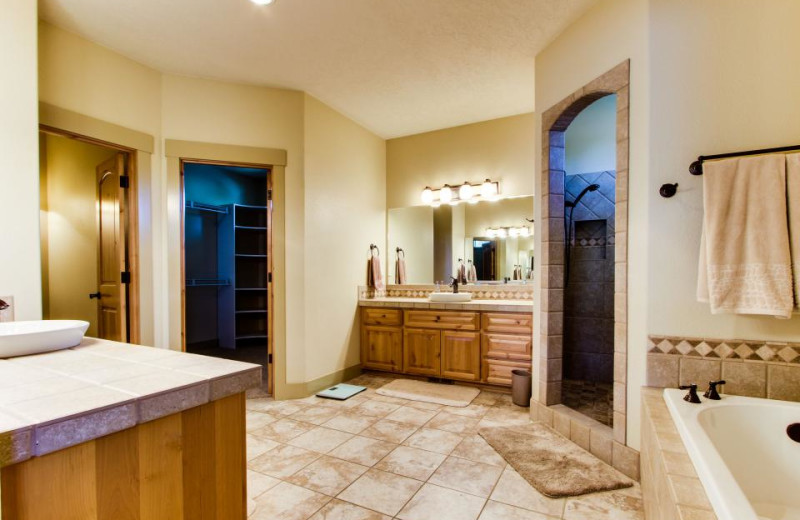 Vacation rental bathroom at Vacasa Rentals Eagle Crest.