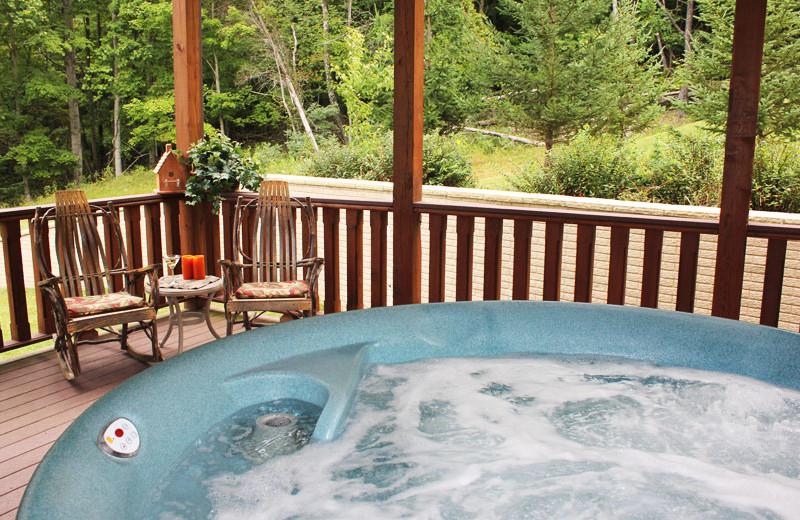 Whirlpool at House Mountain Inn.