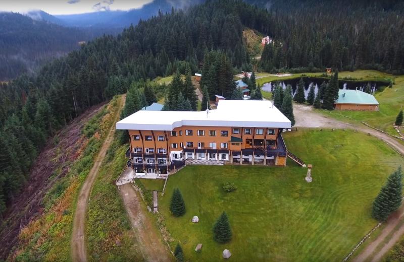 Aerial view of Cariboos Lodge.