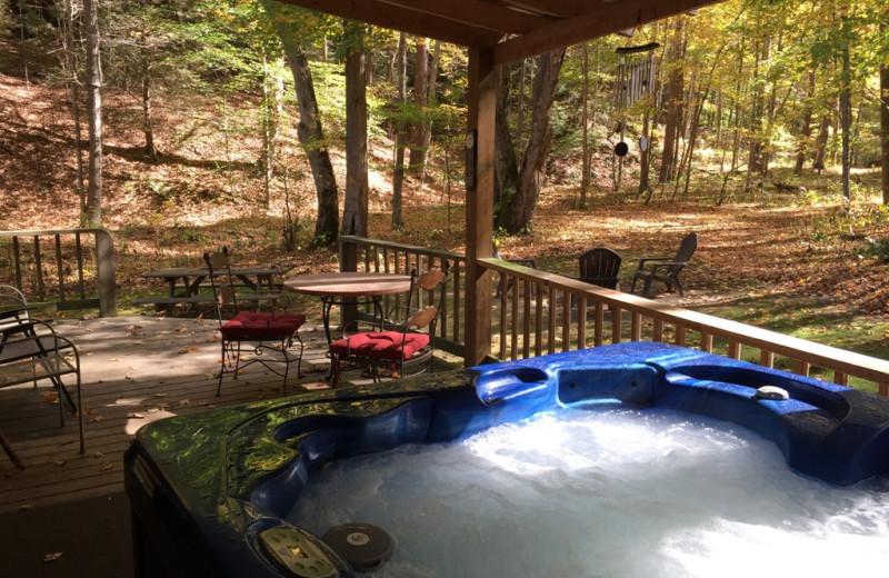 Hot tub at Harvest Moon Cottages.