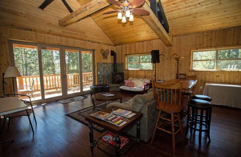 Guest living room at DiamondStone Guest Lodges.