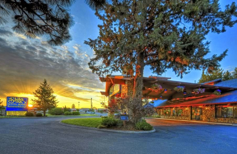 Exterior view of Shilo Inn Bend.