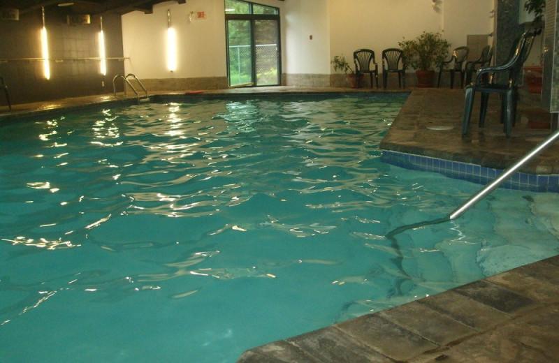 Indoor pool at Au Domaine des Neiges.