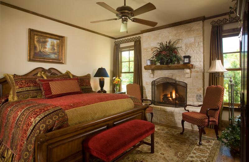 Guest room at Inn On Lake Granbury.