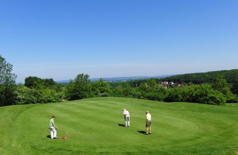 Golf at Sir Sam's Inn and WaterSpa.