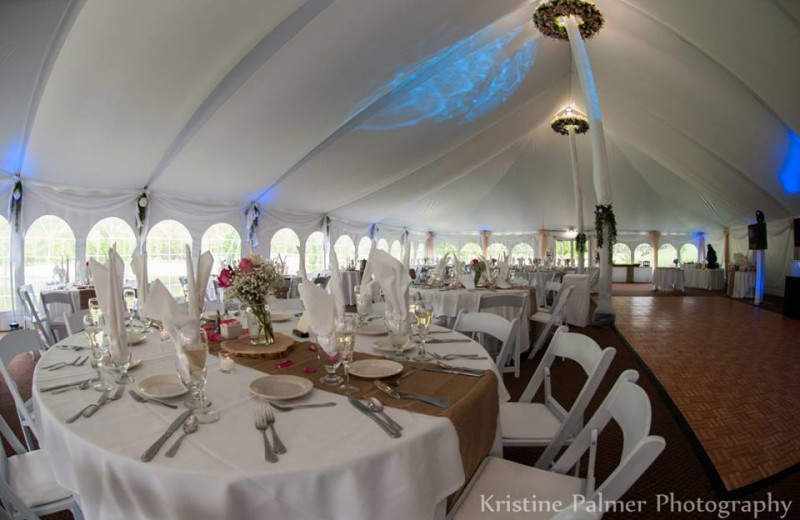 Dine and have a good time at your dream reception!