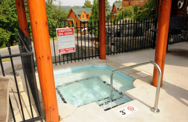 Big Bear Lodge hot tub at Cabin Fever Vacations.
