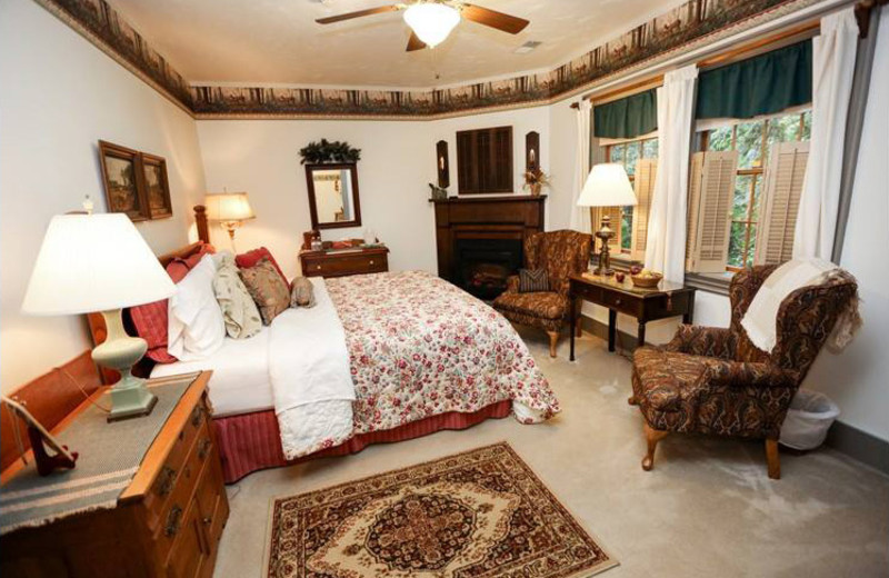 Guest room at Inne at Watson's Choice.
