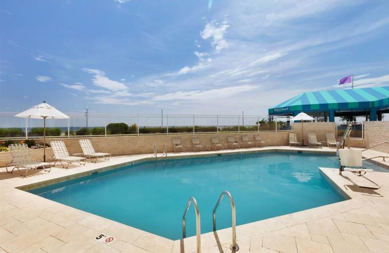Outdoor pool at Surfbreak Oceanfront Hotel.