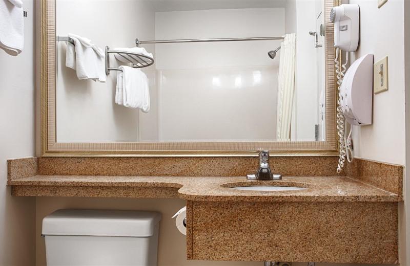 Guest bathroom at Best Western White Mountain Inn.