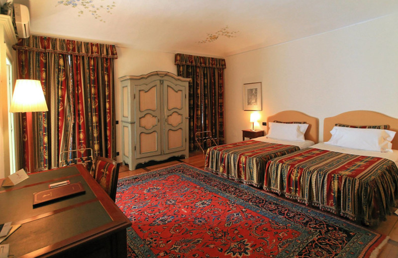 Guest room at Castello Rosso.