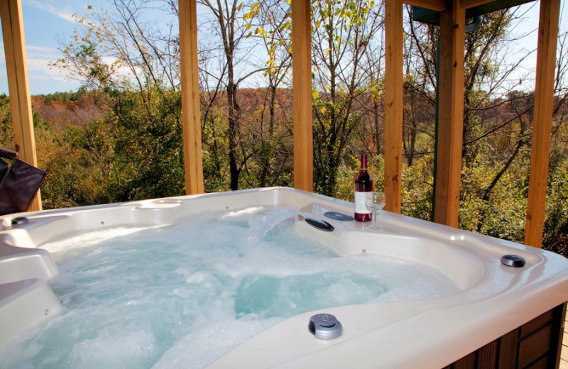 Cabin with Hot tub near the Shawnee National Forest in Southern Illinois.