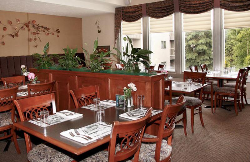Zach's Restaurant at Sophie Station Suites.