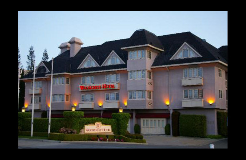 Exterior view of Woodcrest Hotel.