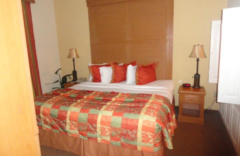 Guest room at Floridays Resort Orlando.