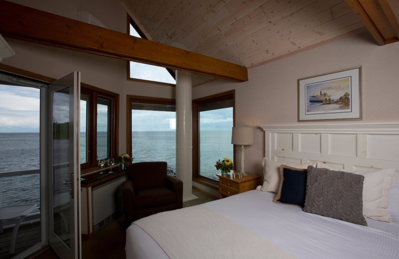 Guest room at Bluefin Bay on Lake Superior.