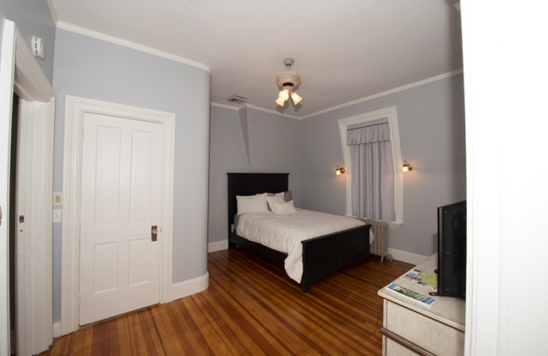 Guest room at Apple Tree Bed