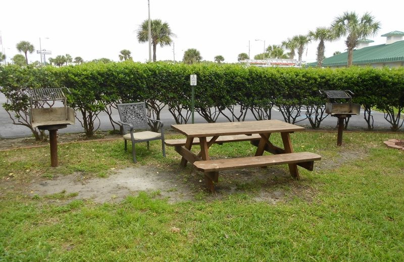 Picnic area at Moonspinner Condominium.