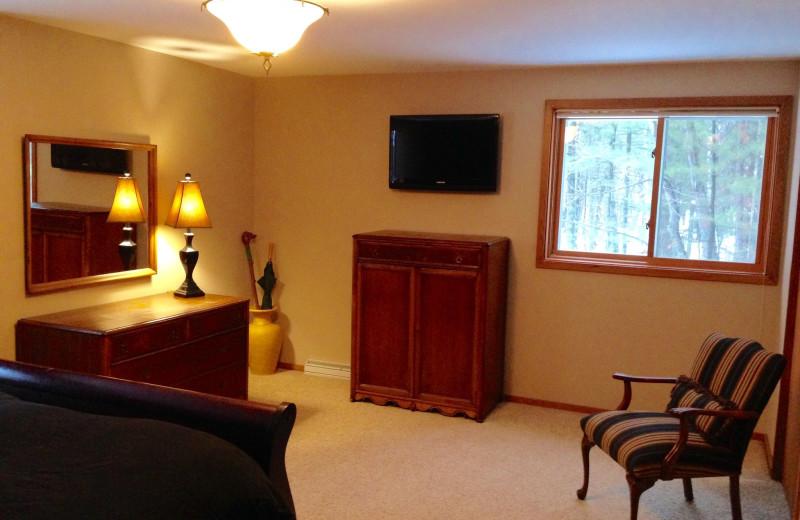Guest bedroom at Chanticleer Inn.
