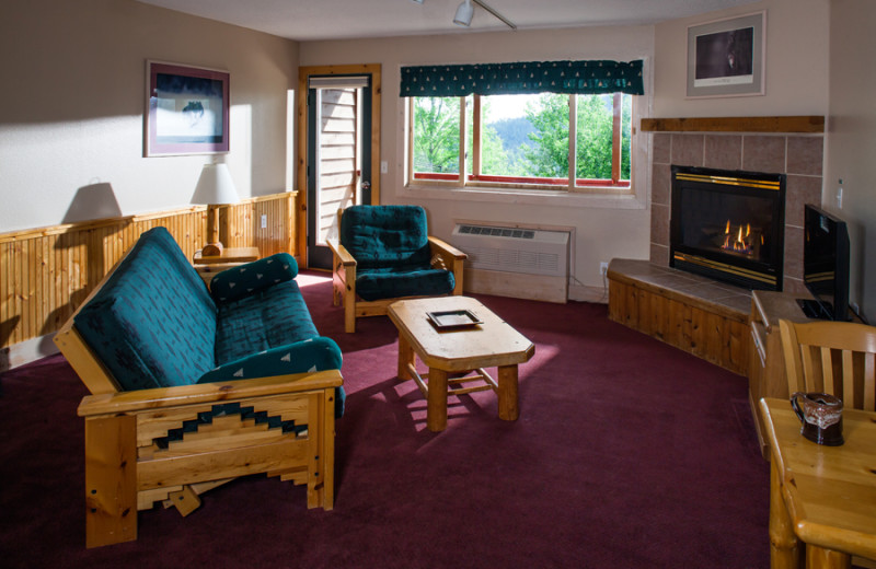 Guest living room at Eagle Ridge at Lutsen Mountains.