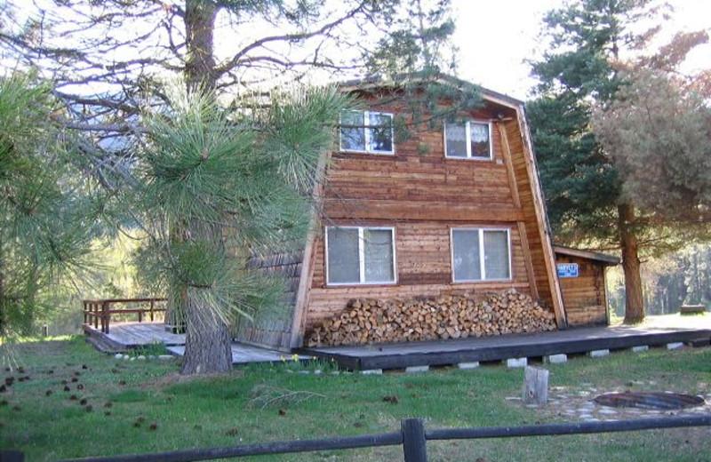 Cabin exterior at Idaho Cabin Keepers.