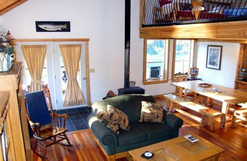 Lodge living room at Clark Fork River Lodge.