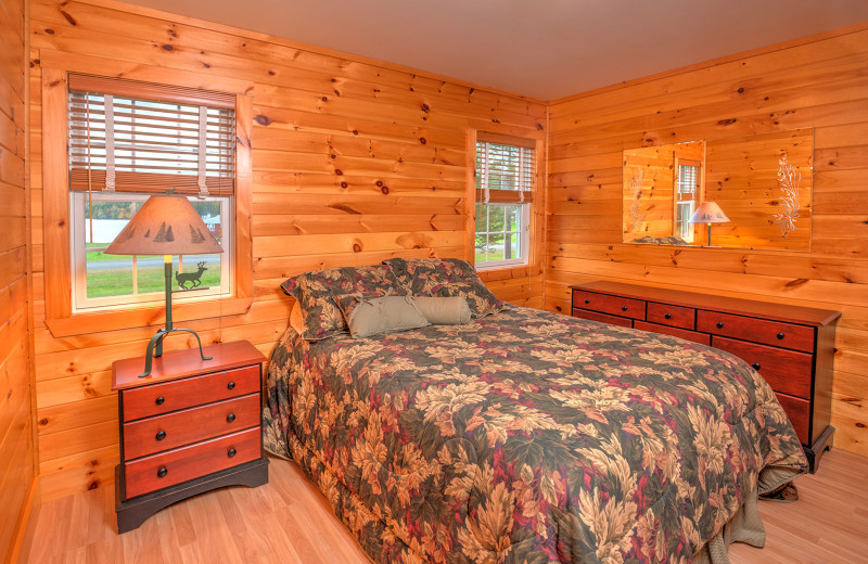 Lakeside house master bedroom at Jackson's Lodge and Log Cabin Village.