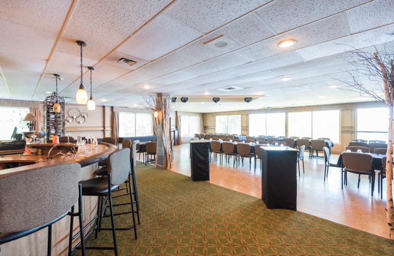 Echo Dining Lounge at Bayview Wildwood Resort