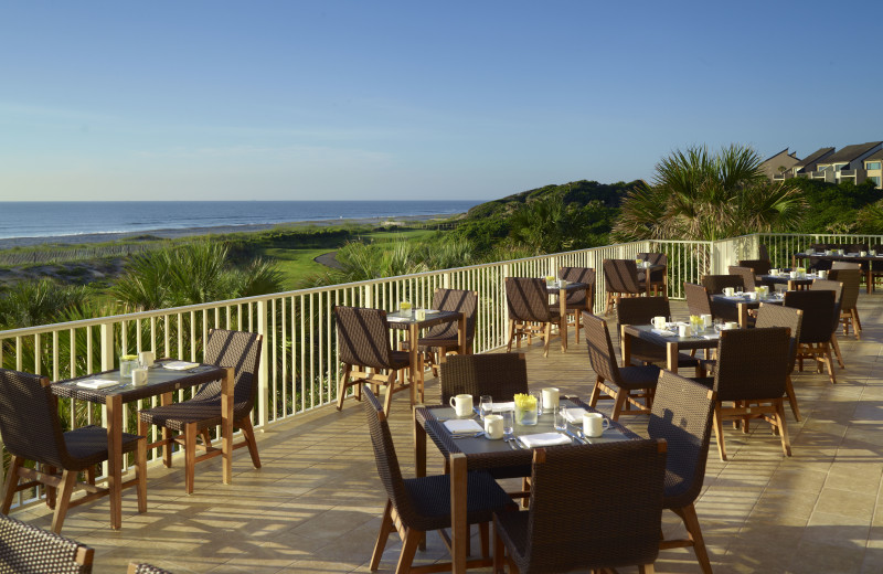 Outdoor dining at Omni Amelia Island Plantation.