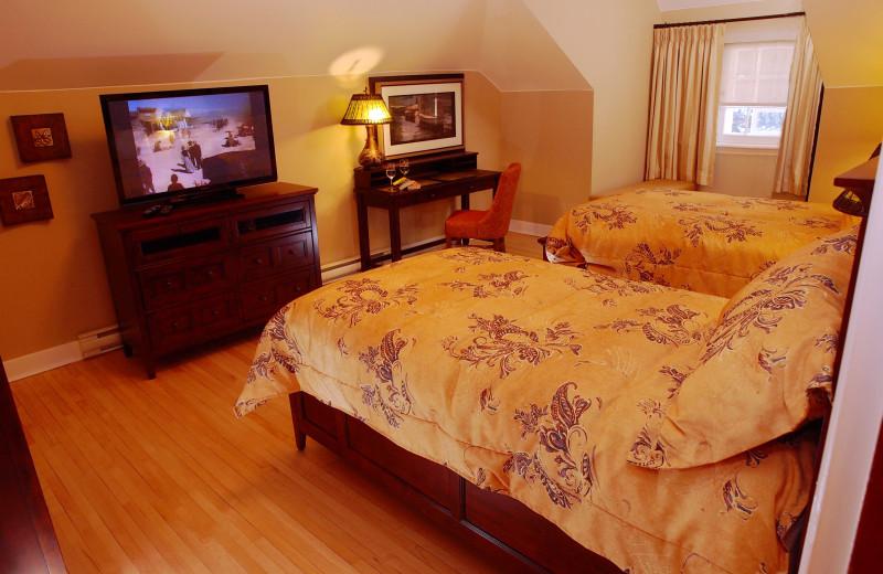 Cabin bedroom at Elkhorn Manor.