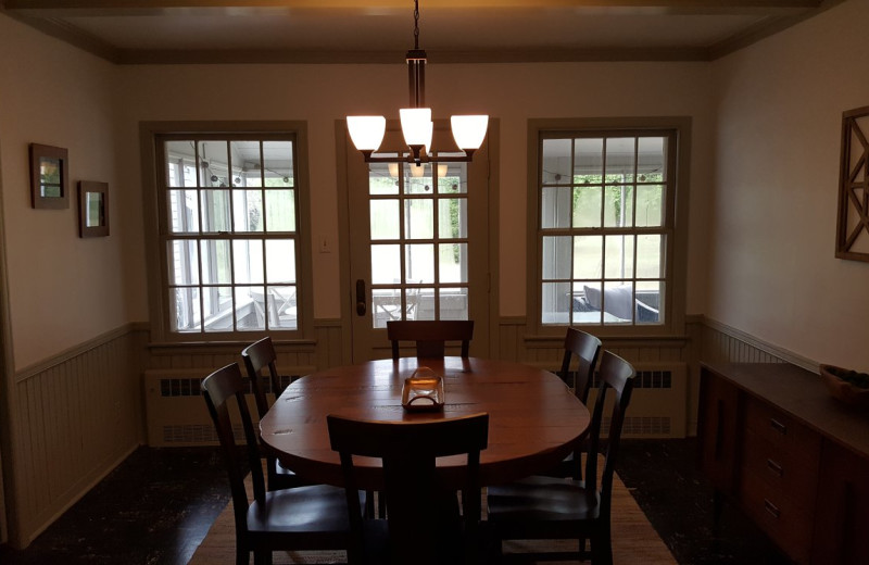 Rental dining room at Door County Vacancies.