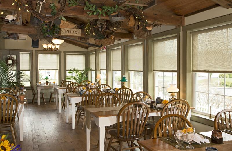 Dining at 1825 Inn Bed & Breakfast