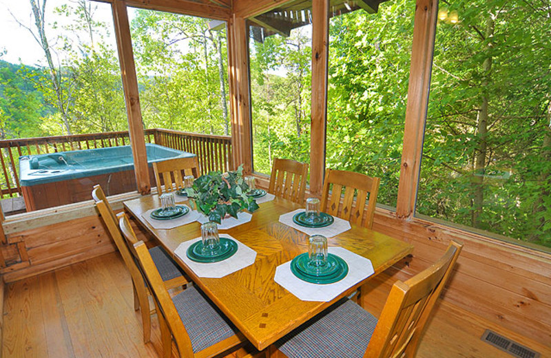 Cabin dining room at American Mountain Rentals.