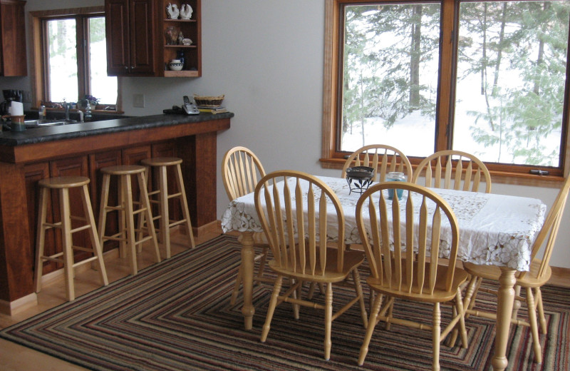 Cabin dining at Northwoods Vacation Rentals.