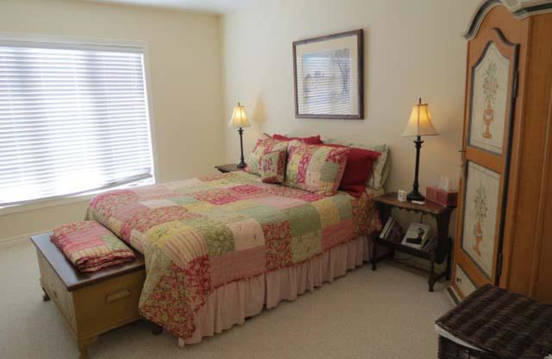 Executive Cottage bedroom at All-Season Cottage Rentals.