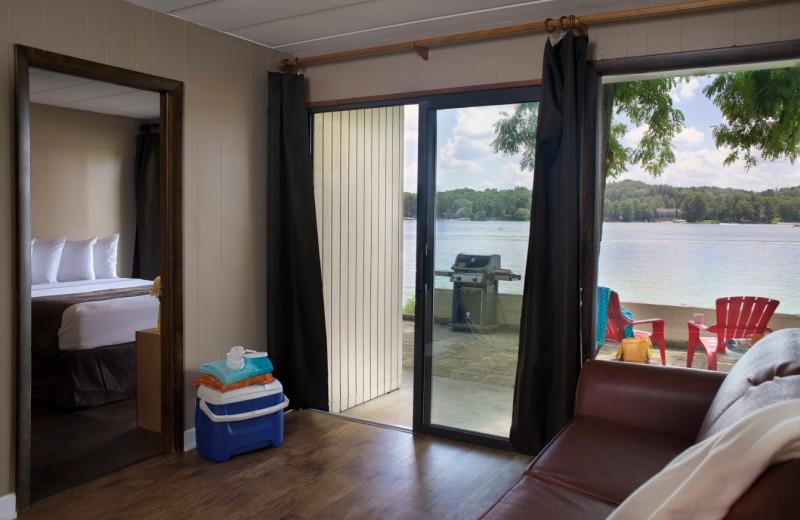 Guest suite at Delton Oaks Resort.