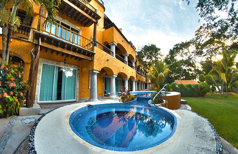 Hot tub at Hacienda Vista Real Villas & Spa.